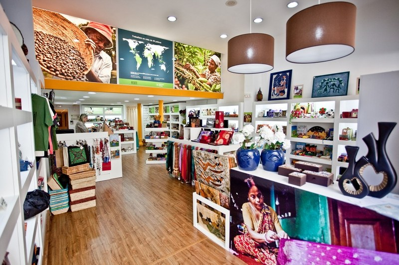 Las tiendas solidarias una forma de cambiar el mundo for El mundo del mueble catalogo