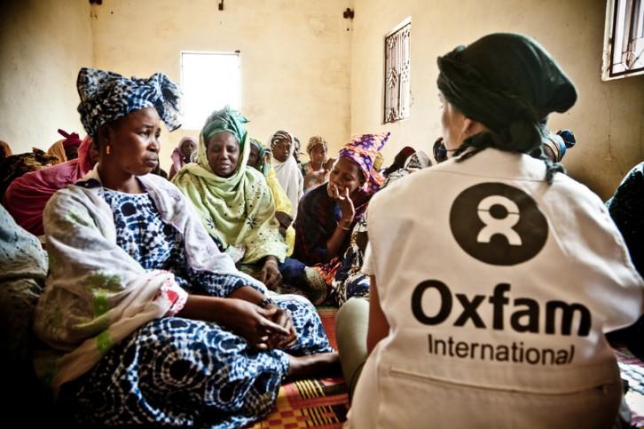 africa - mauritania - Un grupo dr beneficiarias del programa de alfabetización para mujeres de la comunidad de Nerewalo
