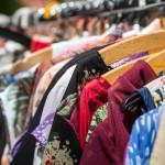 Comprar o donar en una tienda solidaria de segunda mano: gestos que ayudan
