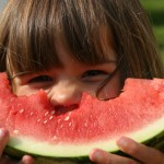 Cómo hacer que niños y niñas mantengan una alimentación equilibrada en verano