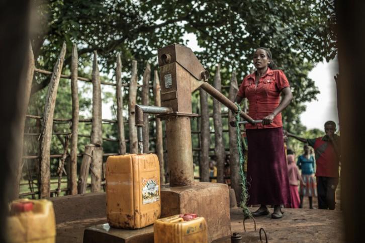 Bombeo de agua y recogida con Jerry Kan en Etiopia (Oxfam)