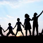 Juegos de campamento con valores para niños y niñas
