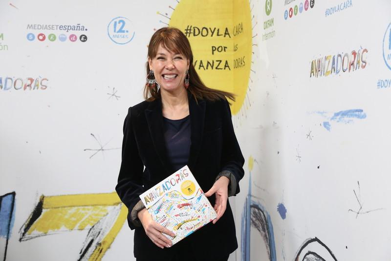 © Laura Martínez Valero/ Oxfam Intermón (Mabel Lozano, ganadora de la II edición del concurso Avanzadoras, con el discolibro Avanzadoras)