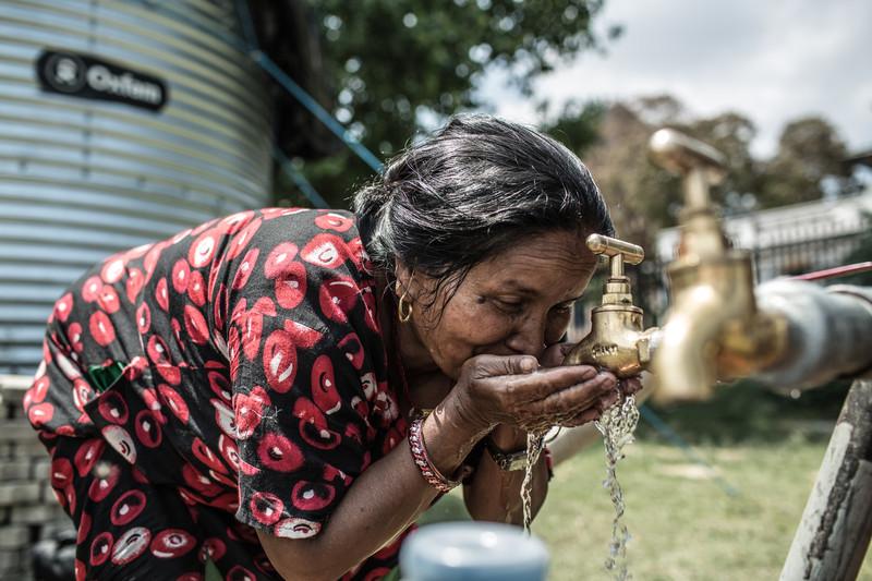 © Pablo Tosco/ Oxfam Intermón  (Saim, huyó de su casa con su familia cuando comenzó el terremoto. Ella encontró refugio en el campamento de desplazados internos Tundhuikel en Nepal)
