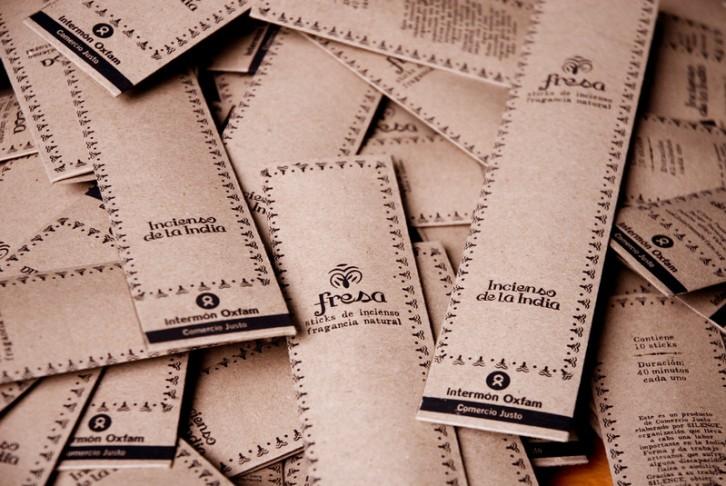 © Pablo Tosco/ Oxfam Intermón (Paquetes de inciensos producidos por el grupo productor Silence de Kolkata)