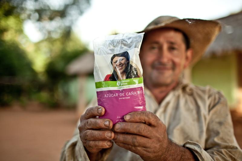 © Pablo Tosco/ Oxfam Intermón Silvestre Santacruz, tiene 56 años y vive con su mujer y un nieto en la comunidad de Itapirú, en Arroyos y Esteros. Es socio de la cooperativa desde hace 10 años