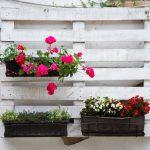 Tres ideas para construir tus jardineras con palets