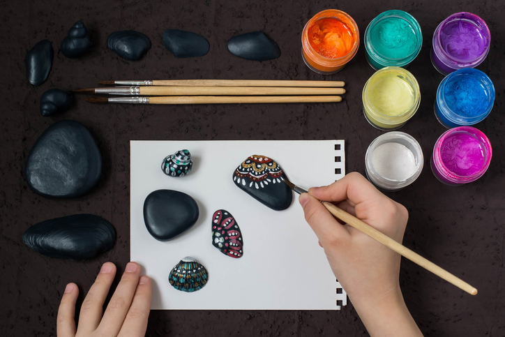 piedras pintadas - material