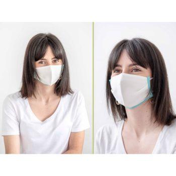 mujer con mascarilla reutilizable de tencel